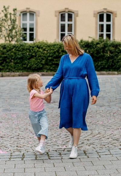 Schulanfängerin mit Mama